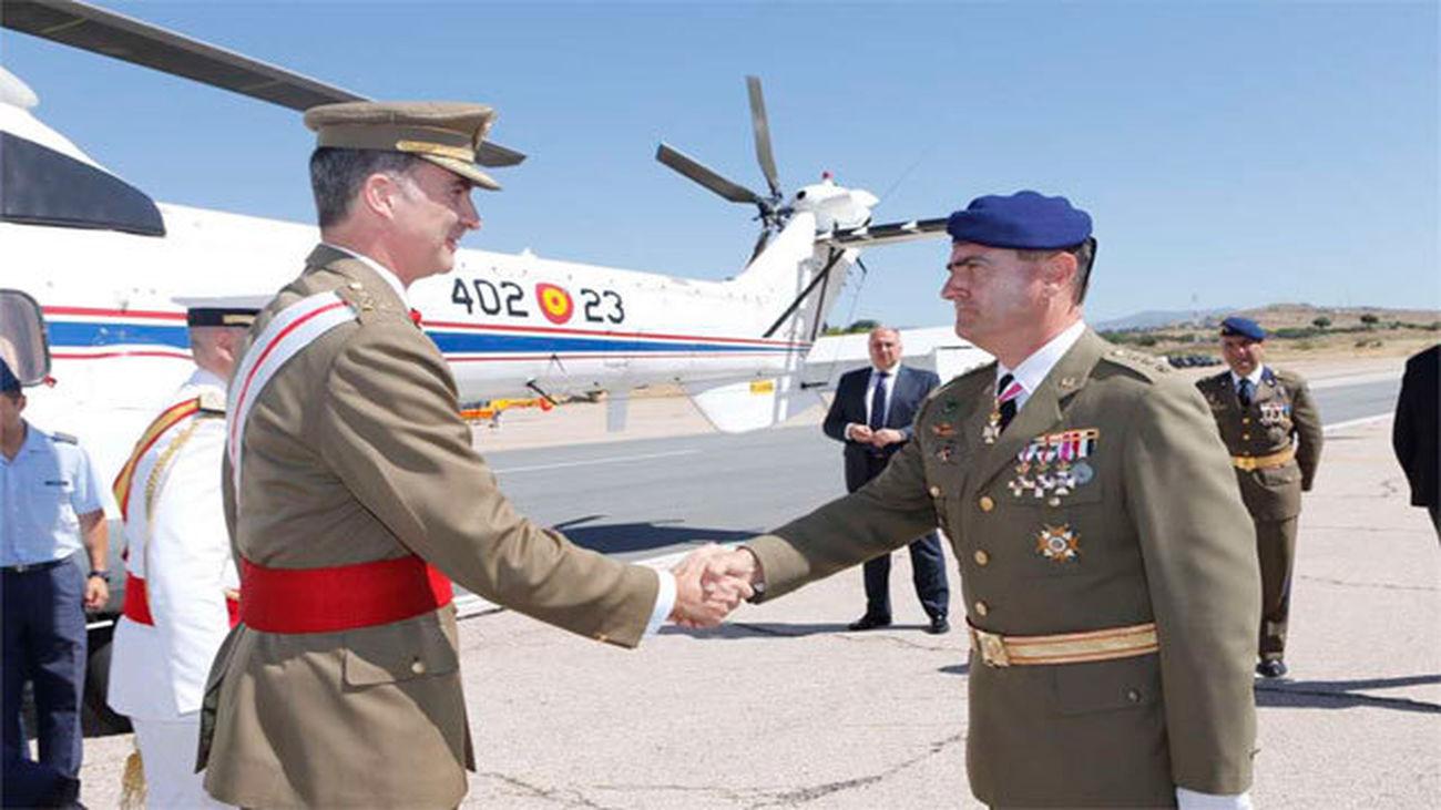 El Rey celebra 50 años de las unidades de helicópteros del Ejército de  Tierra e2d2217673c