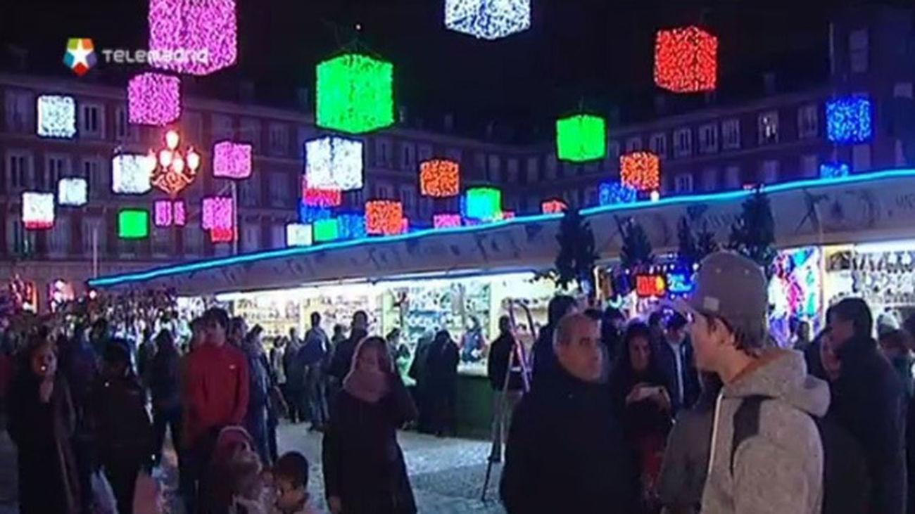 Los Comercio Madrileño La Navidad Animan Turistas El De orxCBWde