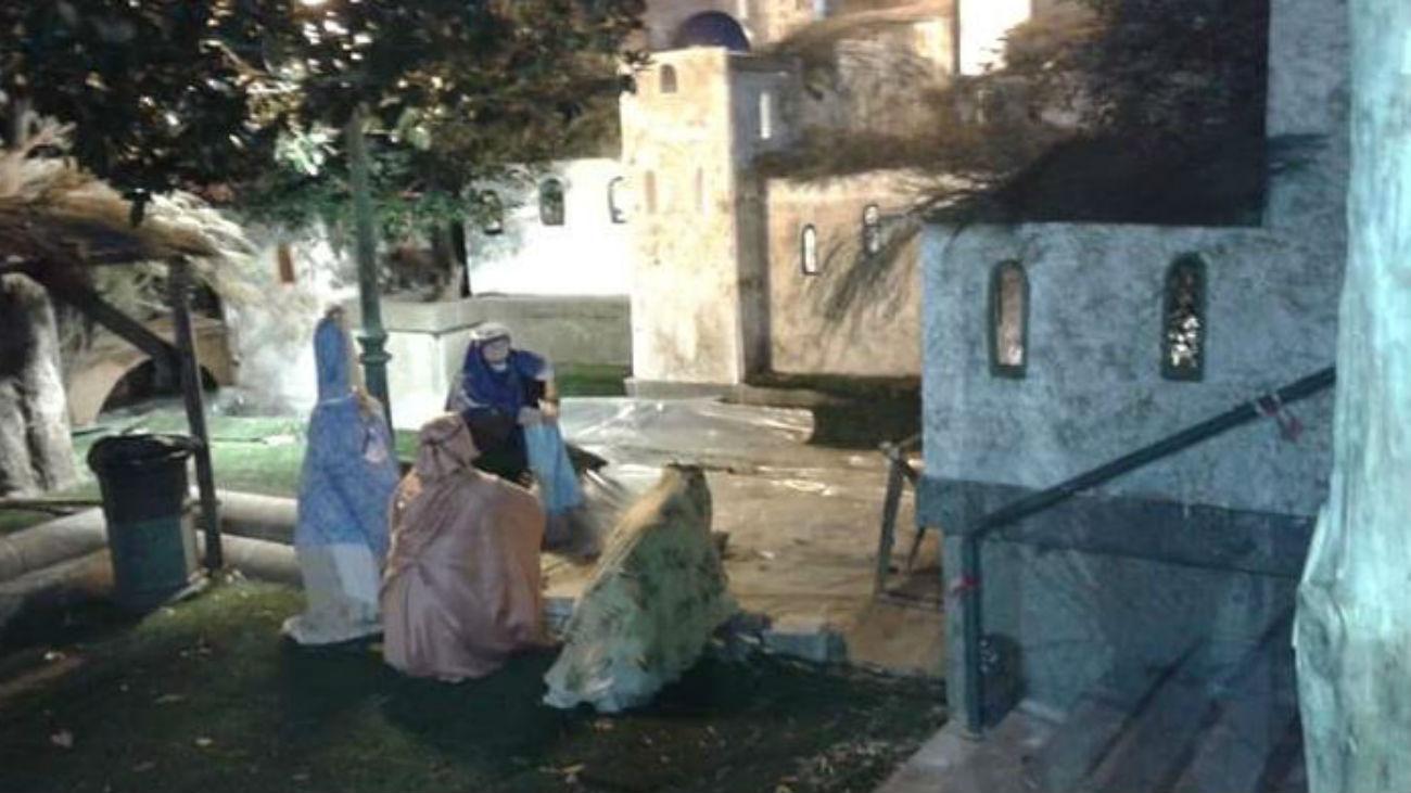 b6722cff4d4 Cientos de visitantes en el primer día del belén de San Lorenzo del Escorial