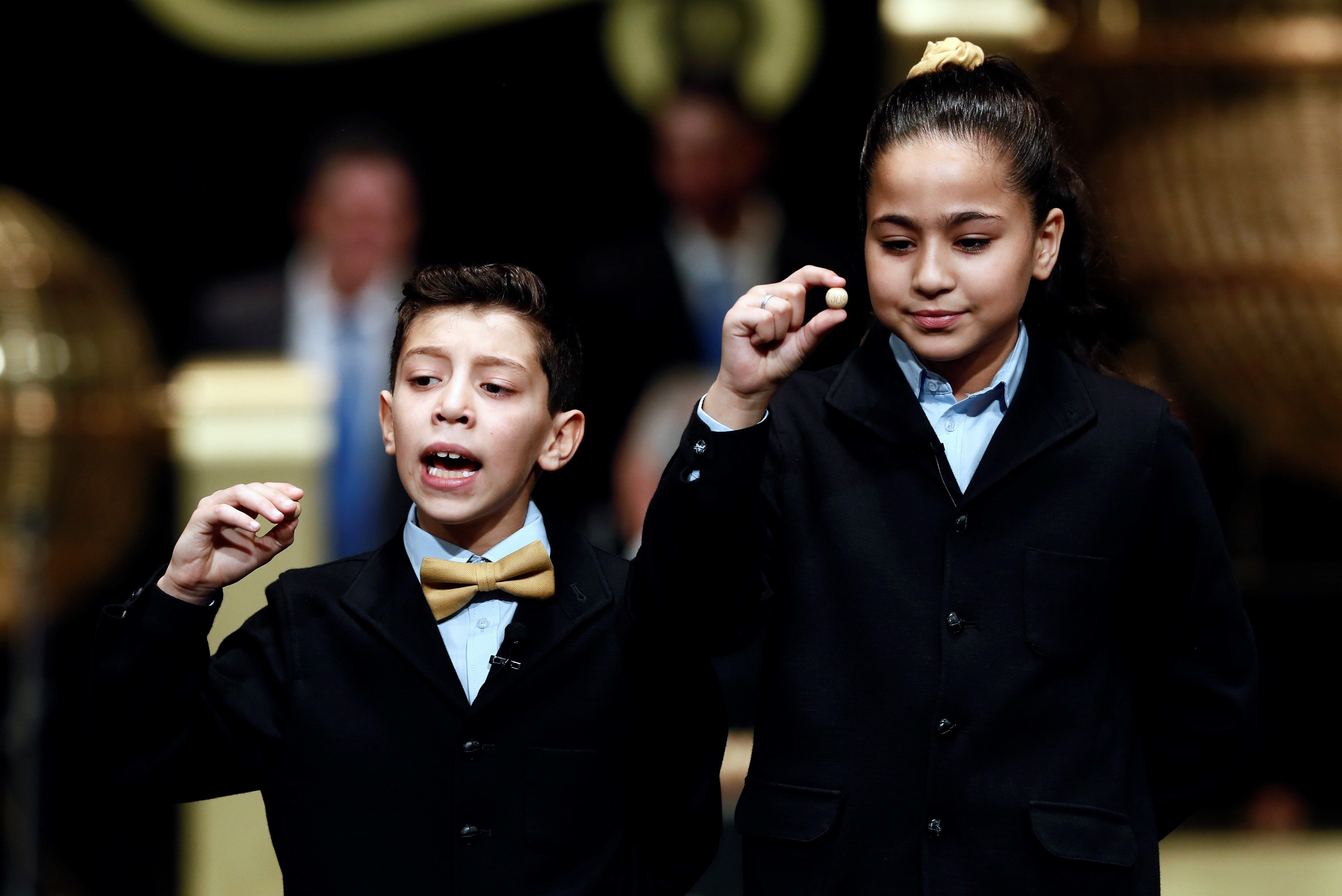 Los niños de San Ildefonso cantan el 67.774, segundo cuarto ...