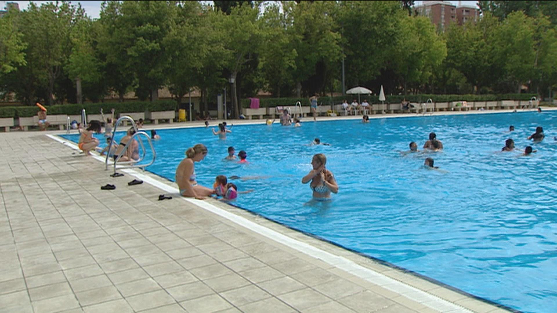 c821446c2181 El 'Día sin Bañador' deja abarrotada las piscinas de Aluche