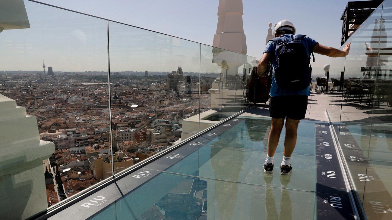 De Madrid Al Cielo En El Sky Bar Del Hotel Riu Plaza De España
